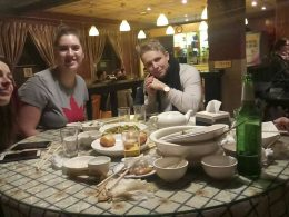 Desfrutando de comida chinesa em Pequim