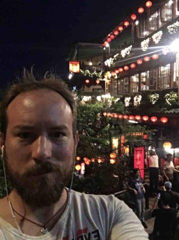 Aiden explorando Taipei