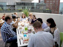 Hora de almoço no terraço da LTL Pequim