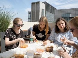 Almoçando no terraço da LTL