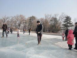 Desfrutando dos lagos congelados no Inverno de Chengde
