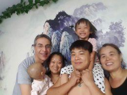 Estudante LTL com a família de acolhimento em Chengde