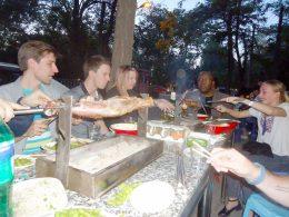 Desfrutando de comida chinesa com a LTL Escola de Mandarim