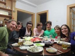 Jantando com a Família de Acolhimento Chinesa