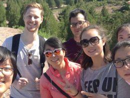 Estudantes e pessoal LTL desfrutando de um passeio