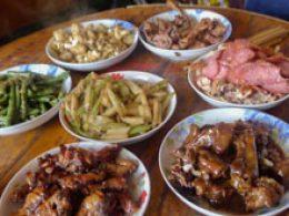 Comida em uma casa de acolhimento em Chengde
