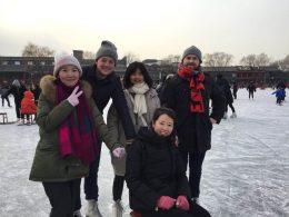 Dia de passeio patinando no gelo em HouHai
