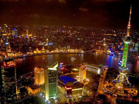 O Bund em Xangai à noite