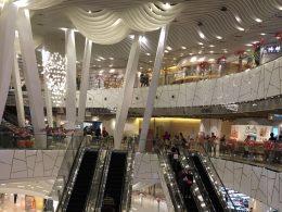 Os centros comerciais em Xangai são bem grandes