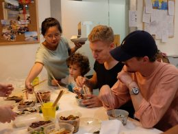 Dividindo a comida na LTL Xangai