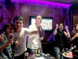 Hora do KTV para nossos estudantes de Xangai